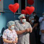 Врачи и пациенты кузбасского медучреждения вернулись домой после самоизоляции