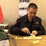 В Кемерове росгвардеец провел мастер-класс по изготовлению модели Т-34