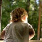 В Новокузнецке двухлетний ребенок выпал из окна четвертого этажа