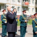 Губернатор Кузбасса поздравил ветерана Великой Отечественной войны во дворе дома