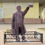 Памятник пассажиру появился на севере Кузбасса
