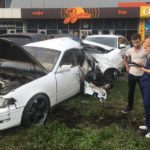 ДТП в Новокузнецке: иномарка, разорванная столбом, повредила три машины, погибла девушка