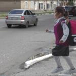 В Новокузнецке появились картонные дети-пешеходы