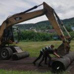 В Калтане ремонтируют футбольное поле