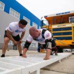 В Белове силач побил мировой рекорд по ручной буксировке «БелАЗа»
