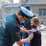 Кузбасского школьника наградили за спасение сестры из огня