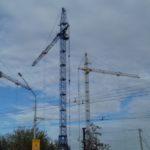 В Осинниках продолжается строительство жилого дома и детского сада