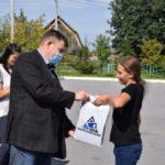 Угольщики в Новокузнецком районе продолжают поддерживать местные школы