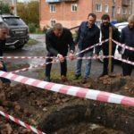 В Белове ремонтируют аварийные колодцы