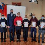 В Яе за спасение Нашей Родины наградили семь подростков