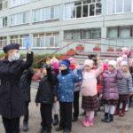Полицейские устроили школьникам полезную экскурсию