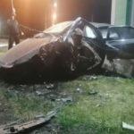 В Прокопьевске лихач без прав угробился о бордюрный камень