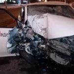 В Кемерове водитель Яндекс такси врезался в столб: пассажирка погибла, второй пассажир ранен