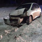 В Мариинске молодая мама-автолюбитель поторопилась и врезалась в фонарь: пострадали дети