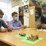 В Киселевске ученики изучают историю по пластилиновым макетам