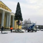 В кузбасских городах устанавливают новогодние ели