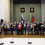 За борьбу с короновирусом в Кузбассе наградили 43 медика