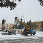 В Кемерове начали устанавливать главную городскую елку