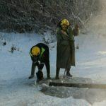 Кемеровские спасатели пришли на помощь уткам