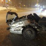 От мощного столкновения автомобиль развалился на куски
