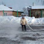 Энтузиасты из Кемеровского округа залили каток и теперь собирают спортинвентарь для проката
