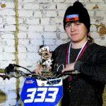 В Новокузнецке 18-летняя студентка обошла бывалых байкеров в унимотогонке