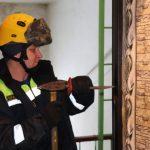 Две пожилые кемеровчанки едва не погибли в запертых квартирах