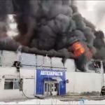 Большой пожар произошел в Красноярске. Трое пожарных пропали