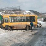 Трое пострадавших в страшном столкновении школьного «ПАЗа» и легковушки в Калтане