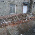 В Ленинске-Кузнецком дважды за сутки обрушился фасад дома