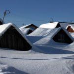 Жители одиночного барака в Анжеро-Судженске стали пленниками снега