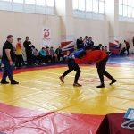 Спортсмены из Белова стали лучшими борцами куреш