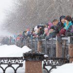 Взрыв льда на Томи собрал тысячи кемеровчан