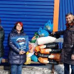 В Кемерове активисты привезли корм в приют для бездомных животных