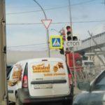 ДТП с фурой и легковушкой собрало пробку в центре Кемерова