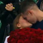 Красноярский болельщик сделал девушке предложение во время матча