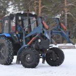 В Прокопьевском округе местная жительница освоила фигурную езду на тракторе