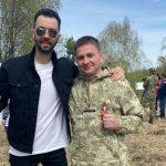 Известный певец посадил деревца в Кузбассе