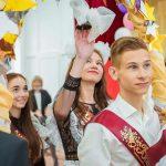 Во всех школах Кузбасса прозвенел «Последний звонок»