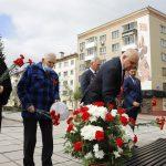 Губернатор Кузбасса возложил цветы к вечному огню