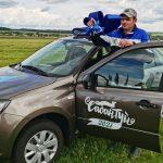 Победитель заезда на русских тройках Евгений Варсобин получил машину от губернатора