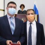 Медицинские работники Кузбасса получают заслуженные награды