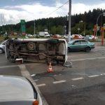 В Кемерове в результате массового ДТП перевернулся автомобиль
