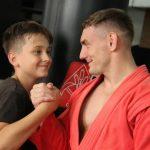 В Кемерове чемпион России по рукопашному бою в поддержку олимпийцев провел тренировку