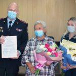 Полицейские наградили спасительницу полуторагодовалого ребенка из Новокузнецка