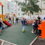 В Прокопьевске открылась детская площадка с настоящим пианино
