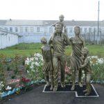 В Мариинске осуждённый изготовил скульптуру «Многодетная семья»