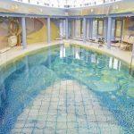 В Кузбассе продают усадьбу за 60 миллионов с бассейном в форме глаза