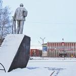 Памятник шахтёру напротив администрации Рудничного района