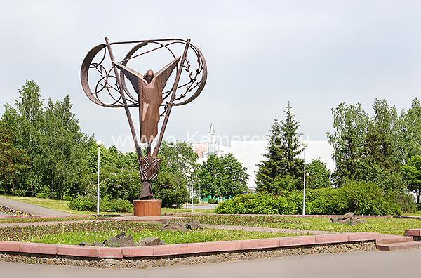 """Скульптурная композиция """"Ради жизни"""", пострадавшим в радиационных авариях и катастрофах"""